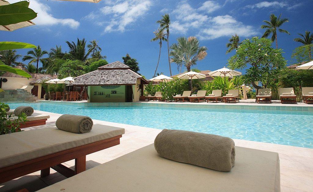 Jardim com piscina com piscina jardim com piscina trs for Piscinas para armar