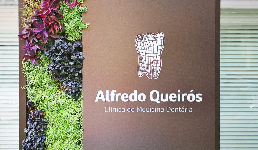 A parede verde da Clínica Dentária Alfredo Queirós